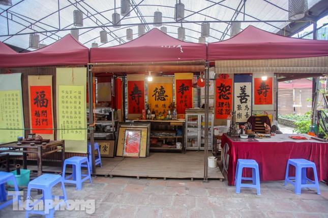 Di tích, đền chùa Hà Nội vắng lặng trong ngày mở lại ảnh 10