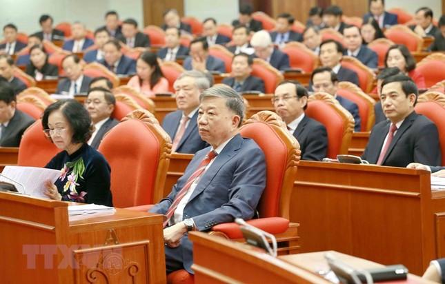 Toàn cảnh phiên khai mạc Hội nghị lần thứ hai BCH Trung ương Đảng khóa XIII ảnh 6