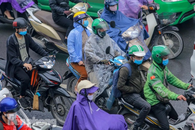 Trời chuyển mưa phùn, đường phố Hà Nội đông nghẹt nhiều giờ ảnh 10