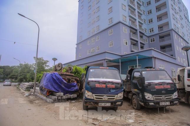 Khu chung cư tọa lạc vị trí 'đắc địa' ở Hà Nội thành nơi tập kết rác ảnh 14