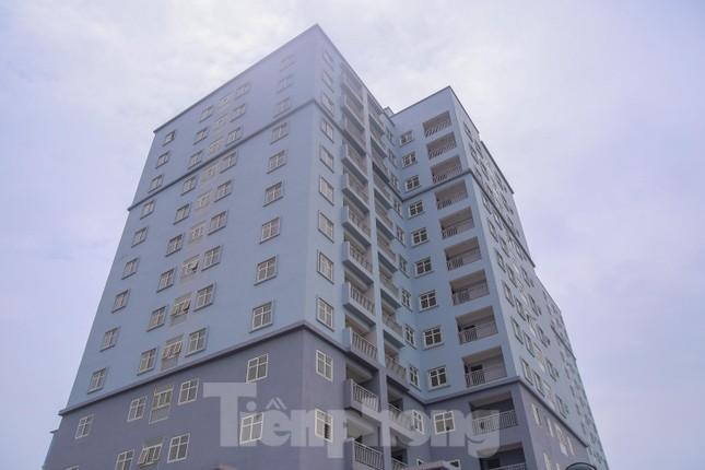 Khu chung cư tọa lạc vị trí 'đắc địa' ở Hà Nội thành nơi tập kết rác ảnh 15