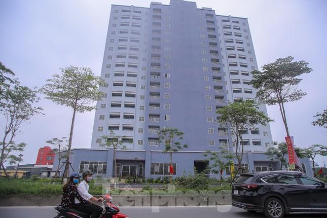Khu chung cư tọa lạc vị trí 'đắc địa' ở Hà Nội thành nơi tập kết rác ảnh 2