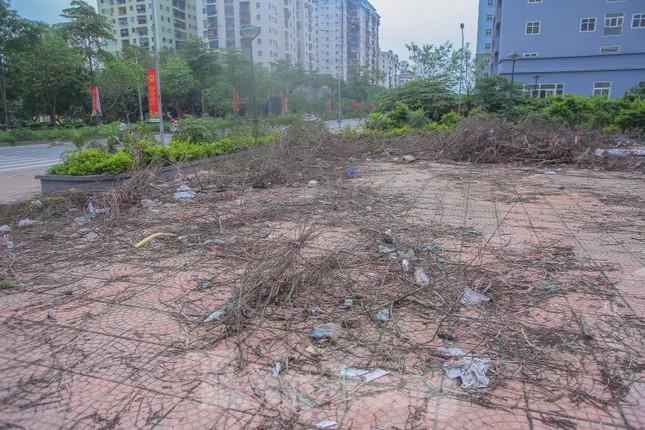Khu chung cư tọa lạc vị trí 'đắc địa' ở Hà Nội thành nơi tập kết rác ảnh 6