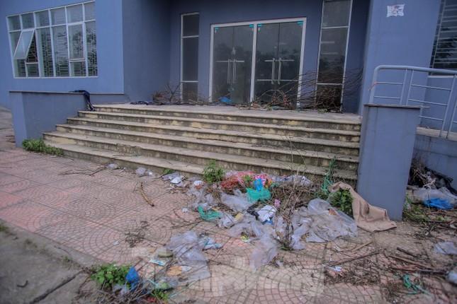 Khu chung cư tọa lạc vị trí 'đắc địa' ở Hà Nội thành nơi tập kết rác ảnh 7