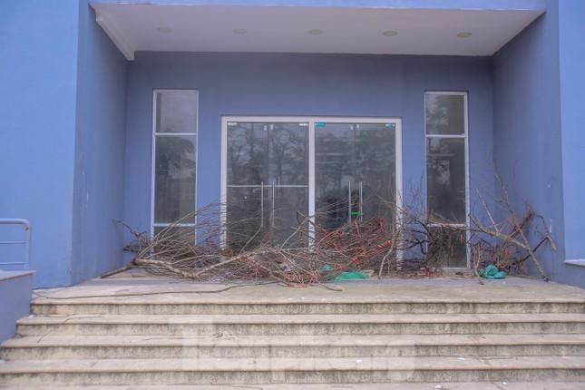 Khu chung cư tọa lạc vị trí 'đắc địa' ở Hà Nội thành nơi tập kết rác ảnh 8
