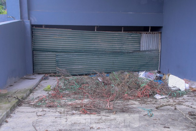 Khu chung cư tọa lạc vị trí 'đắc địa' ở Hà Nội thành nơi tập kết rác ảnh 9