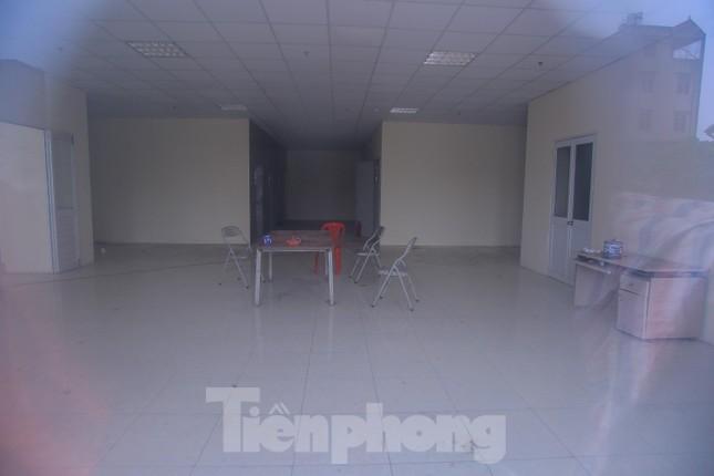 Khu chung cư tọa lạc vị trí 'đắc địa' ở Hà Nội thành nơi tập kết rác ảnh 10