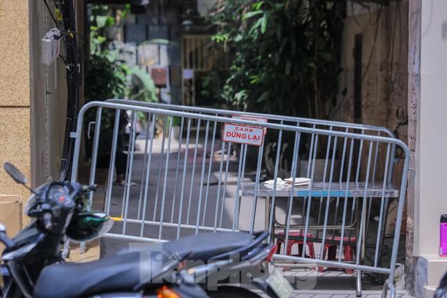 Hà Nội phong tỏa ngõ 94 Bùi Thị Xuân nơi ở của nhân viên quán bar nhiễm COVID-19 ảnh 2