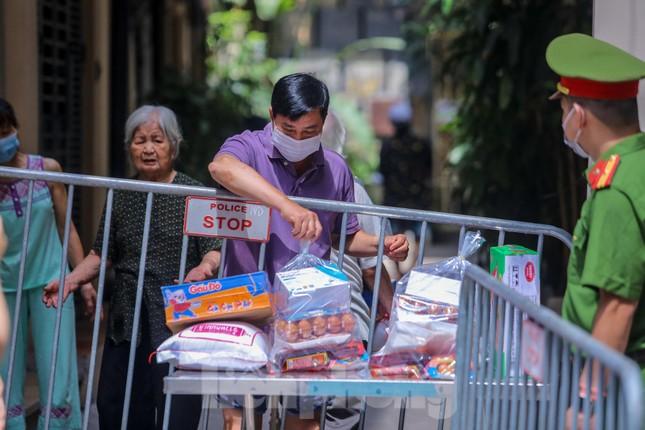 Hà Nội phong tỏa ngõ 94 Bùi Thị Xuân nơi ở của nhân viên quán bar nhiễm COVID-19 ảnh 11