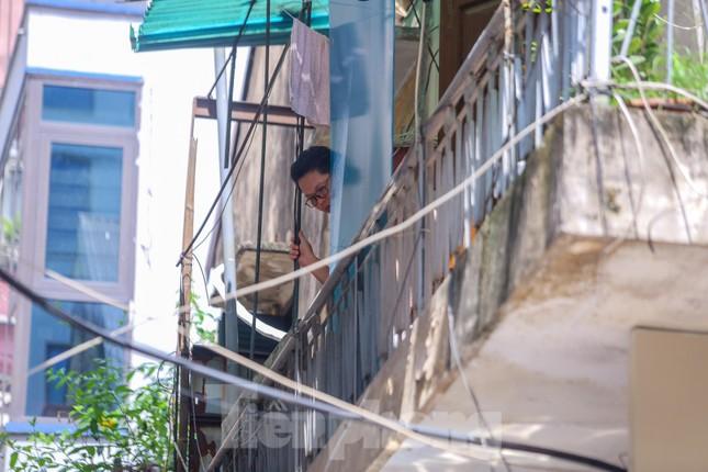 Hà Nội phong tỏa ngõ 94 Bùi Thị Xuân nơi ở của nhân viên quán bar nhiễm COVID-19 ảnh 12