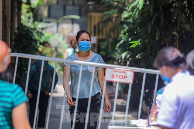Hà Nội phong tỏa ngõ 94 Bùi Thị Xuân nơi ở của nhân viên quán bar nhiễm COVID-19 ảnh 13