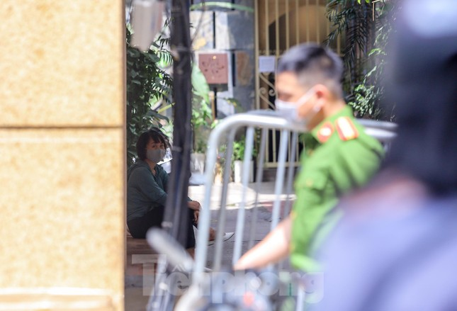 Hà Nội phong tỏa ngõ 94 Bùi Thị Xuân nơi ở của nhân viên quán bar nhiễm COVID-19 ảnh 3