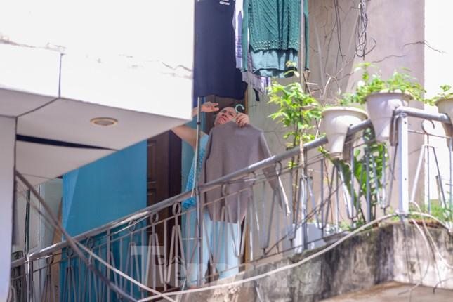 Hà Nội phong tỏa ngõ 94 Bùi Thị Xuân nơi ở của nhân viên quán bar nhiễm COVID-19 ảnh 4