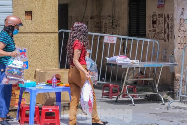 Hà Nội phong tỏa ngõ 94 Bùi Thị Xuân nơi ở của nhân viên quán bar nhiễm COVID-19 ảnh 6
