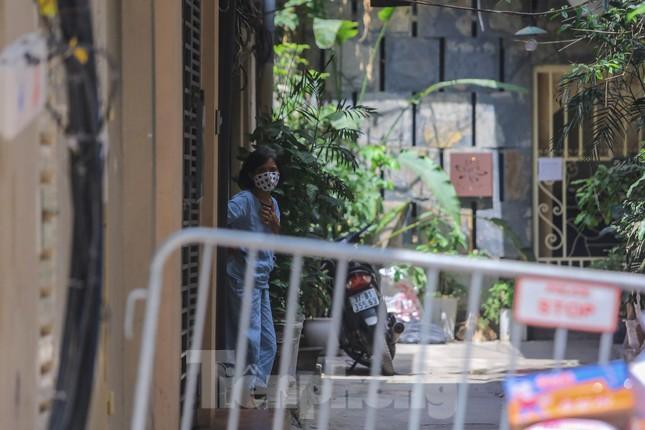 Hà Nội phong tỏa ngõ 94 Bùi Thị Xuân nơi ở của nhân viên quán bar nhiễm COVID-19 ảnh 5