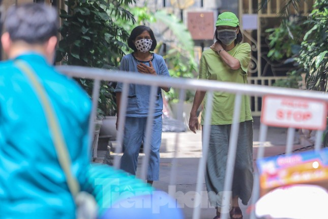 Hà Nội phong tỏa ngõ 94 Bùi Thị Xuân nơi ở của nhân viên quán bar nhiễm COVID-19 ảnh 7