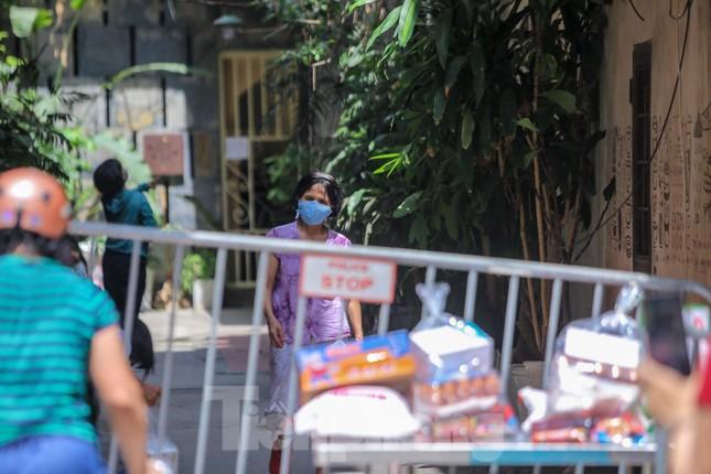 Hà Nội phong tỏa ngõ 94 Bùi Thị Xuân nơi ở của nhân viên quán bar nhiễm COVID-19 ảnh 8