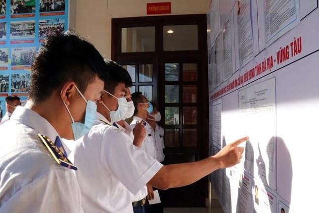 Tổ chức bầu cử sớm cho những người làm việc dài ngày trên biển ảnh 12