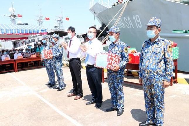 Tổ chức bầu cử sớm cho những người làm việc dài ngày trên biển ảnh 6
