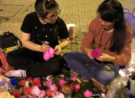 Hoa Valentine của sinh viên tự chế tung hoành đường phố ảnh 2