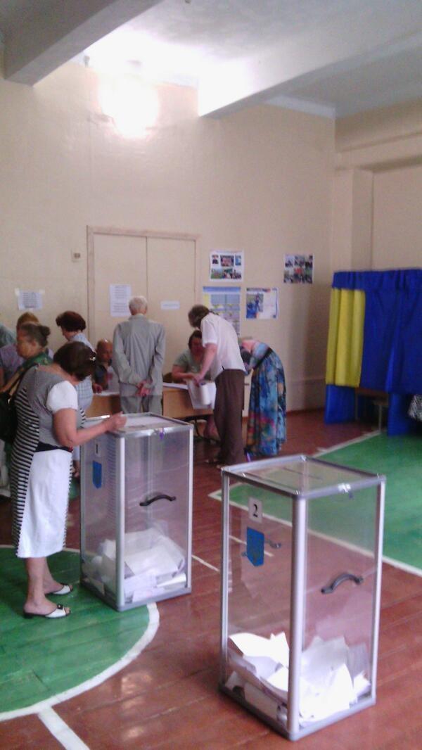 Hơn 35 triệu cử tri Ukraine bắt đầu bầu Tổng thống ảnh 11