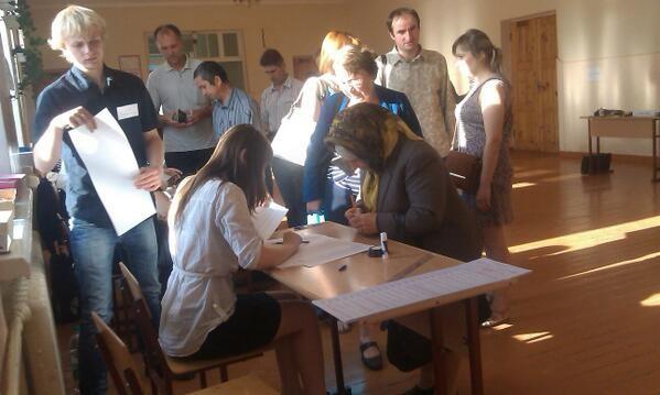 Hơn 35 triệu cử tri Ukraine bắt đầu bầu Tổng thống ảnh 14