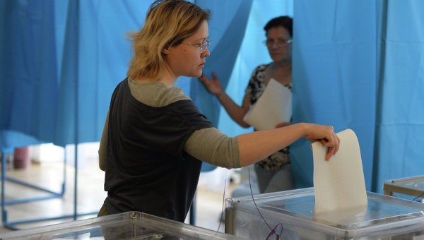 Hơn 35 triệu cử tri Ukraine bắt đầu bầu Tổng thống ảnh 1