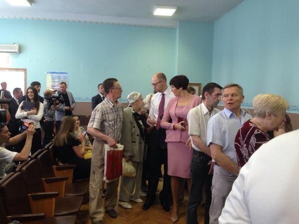 Hơn 35 triệu cử tri Ukraine bắt đầu bầu Tổng thống ảnh 3