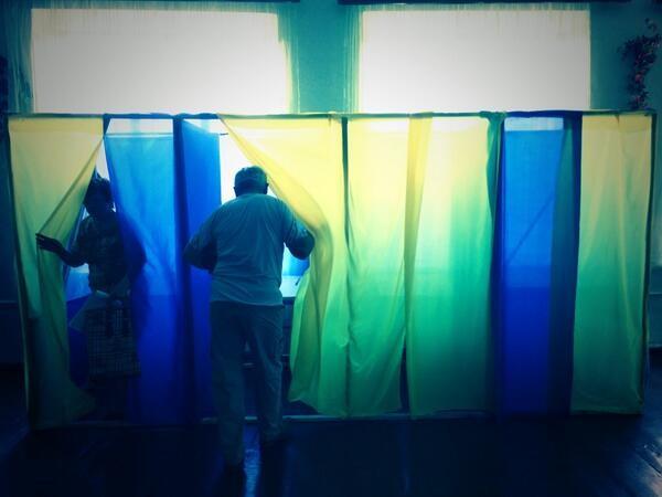 Hơn 35 triệu cử tri Ukraine bắt đầu bầu Tổng thống ảnh 4