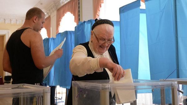 Hơn 35 triệu cử tri Ukraine bắt đầu bầu Tổng thống ảnh 9