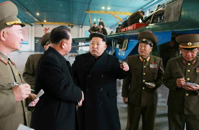 [ẢNH] Ông Kim Jong-un thử nghiệm máy bay nội địa ảnh 1