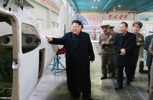 [ẢNH] Ông Kim Jong-un thử nghiệm máy bay nội địa ảnh 2