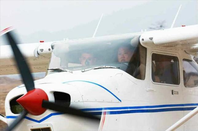 [ẢNH] Ông Kim Jong-un thử nghiệm máy bay nội địa ảnh 3