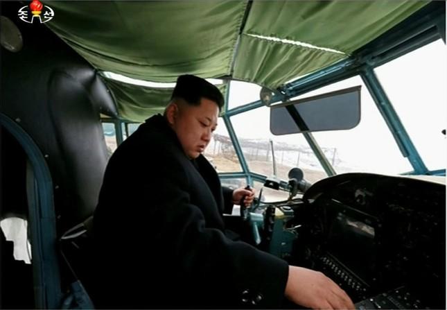 [ẢNH] Ông Kim Jong-un thử nghiệm máy bay nội địa ảnh 5