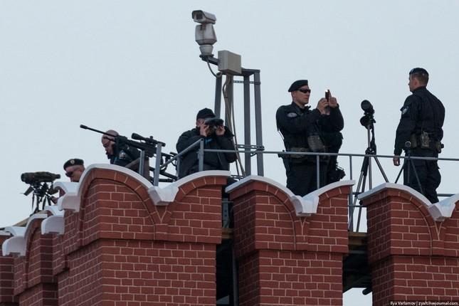 [ẢNH] Lính bắn tỉa Nga âm thầm bảo vệ Ngày Chiến thắng ảnh 1