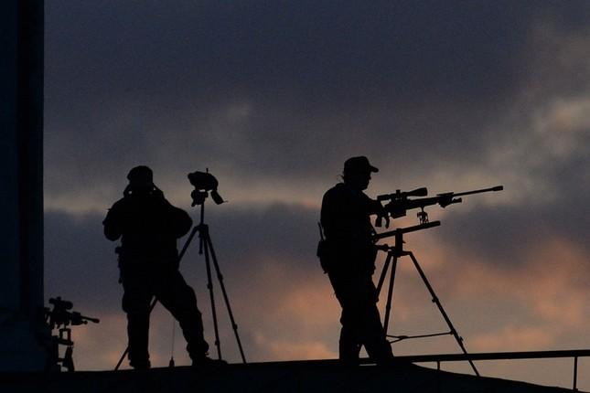 [ẢNH] Lính bắn tỉa Nga âm thầm bảo vệ Ngày Chiến thắng ảnh 2