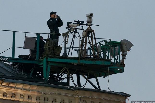 [ẢNH] Lính bắn tỉa Nga âm thầm bảo vệ Ngày Chiến thắng ảnh 4
