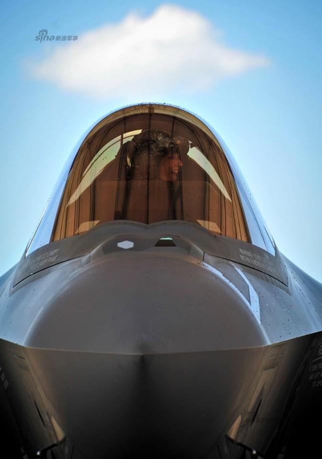 [ẢNH] Nhìn gần nữ phi công Mỹ đầu tiên lái tiêm kích F35 ảnh 9
