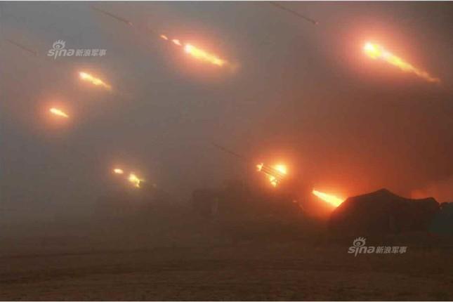 Pháo binh Triều Tiên đồng loạt khai hỏa trong đêm ảnh 1