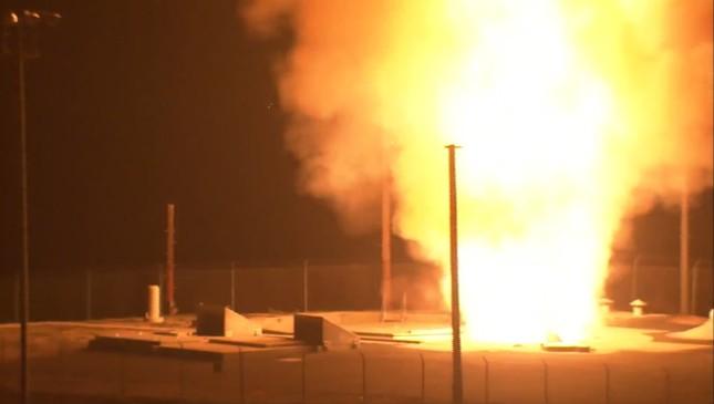 Nhìn gần siêu tên lửa đạn đạo Mỹ rời bệ phóng ảnh 11