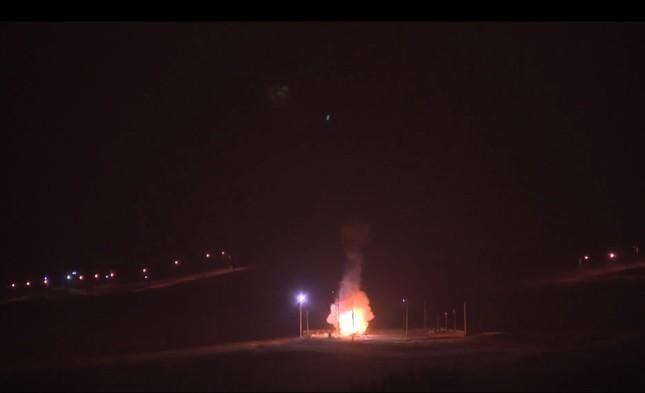 Nhìn gần siêu tên lửa đạn đạo Mỹ rời bệ phóng ảnh 6