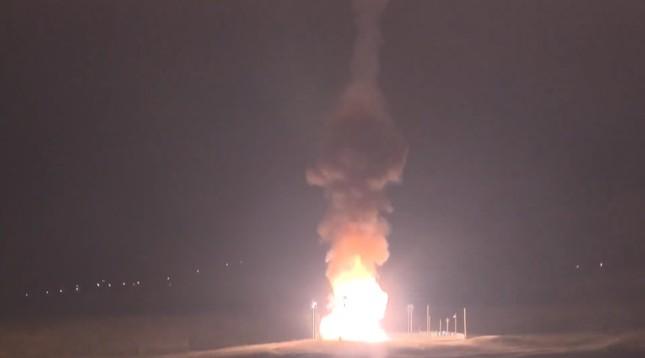 Nhìn gần siêu tên lửa đạn đạo Mỹ rời bệ phóng ảnh 8