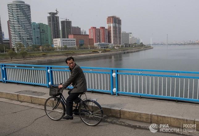 Người dân Triều Tiên bình thản giữa những cơn sóng dữ ảnh 13