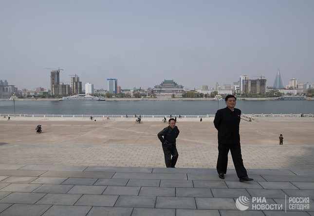 Người dân Triều Tiên bình thản giữa những cơn sóng dữ ảnh 14