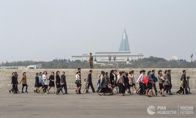 Người dân Triều Tiên bình thản giữa những cơn sóng dữ ảnh 2