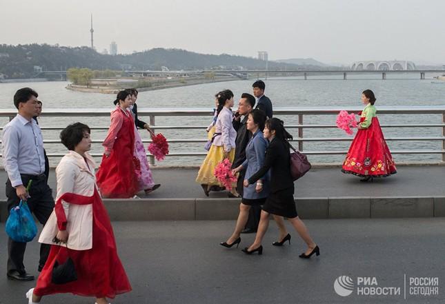 Người dân Triều Tiên bình thản giữa những cơn sóng dữ ảnh 4