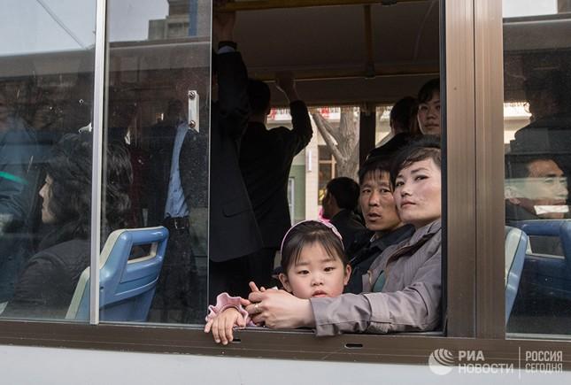Người dân Triều Tiên bình thản giữa những cơn sóng dữ ảnh 5