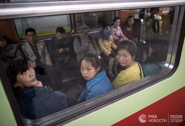 Người dân Triều Tiên bình thản giữa những cơn sóng dữ ảnh 6