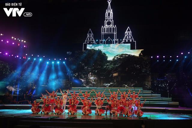 Tái hiện lịch sử nước Nga qua '10 ngày rung chuyển thế giới' ảnh 3