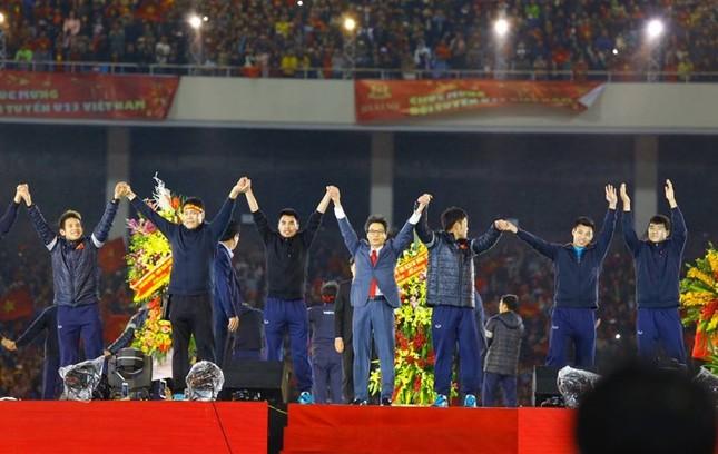 U23 Việt Nam hát 'Niềm tin chiến thắng' trên sân Mỹ Đình ảnh 24